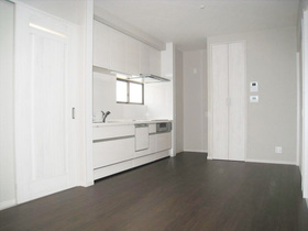 戸建フルリフォームキッチンとトイレは別々に。二世帯が快適に過ごせる住まい