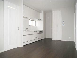 戸建フルリフォーム キッチンとトイレは別々に。二世帯が快適に過ごせる住まい