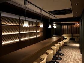 内装リフォーム落ち着いた色合いの内装で温かみのある店舗空間に