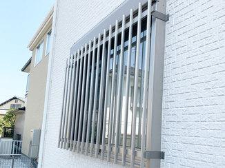 エクステリアリフォーム 窓枠や外壁と色がよくなじむ面格子