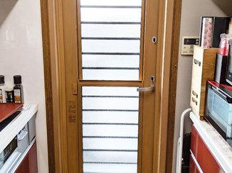 エクステリアリフォーム 扉を閉じたまま風が通る、夏でも涼しい勝手口