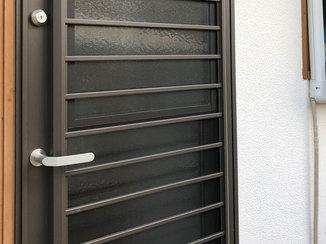 エクステリアリフォーム 扉を開けなくても換気が出来る安全性の高い勝手口ドア