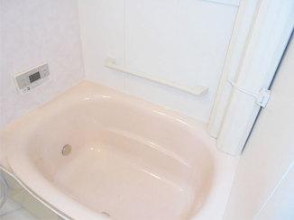 バスルームリフォーム 間取りを変更し、広く使えるようになったバスルームとトイレ