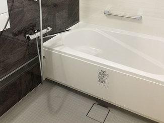 バスルームリフォーム 日々のお手入れが楽で、安全に入れるお風呂