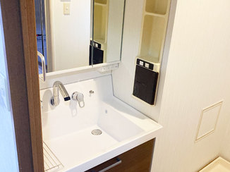 洗面リフォーム ミラー裏にスッキリ収納できる洗面台