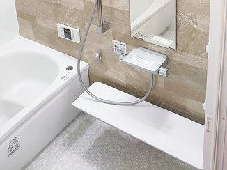 バスルームリフォーム お掃除しやすく、やわらかい床が快適なバスルーム