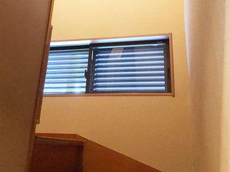 エクステリアリフォーム 開閉しやすいルーバー付き窓&台風から窓を守るシャッター