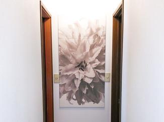 内装リフォーム デザインパネルで華やかな印象に変わった廊下