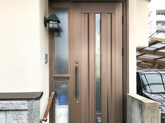 エクステリアリフォーム 手すりと最新型のドアで、安心・安全な玄関